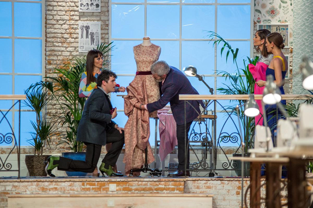 Maestros de la Costura. Aprendices. Raquel Sánchez Silva, Lorenzo Caprile, María Escoté y Palomo Spain